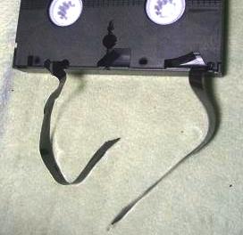 切れてしまったテープの写真